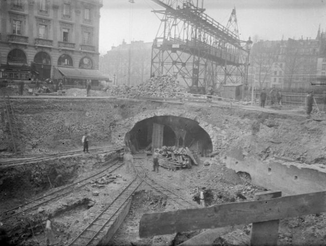 During the initial construction of the Métro, the tunnels were excavated in open sites and then covered.