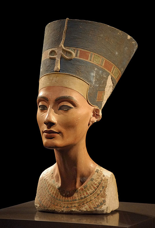 Picture of the Nefertiti bust in Neues Museum, Berlin.