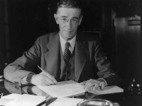 Vannevar Bush and his Vision of the Memex Memory Extender
