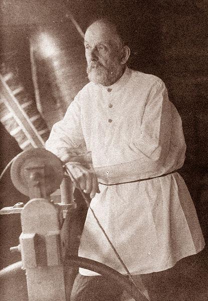 Konstantin Tsiolkovsky (1857 - 1935)