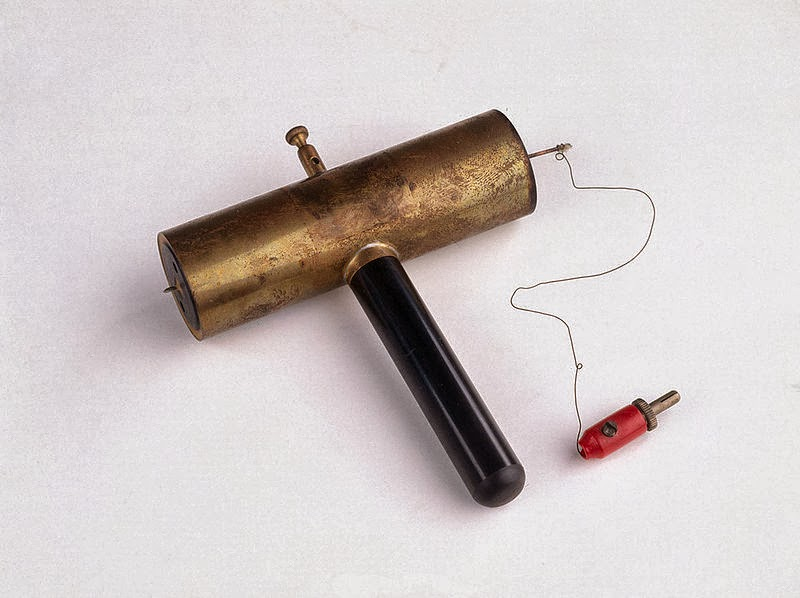 """Hans Geiger, Geiger-Müller counter from 1932 (1882 - 1945) Image: Wikimedia User <a href=""""http://www.flickr.com/people/98833223@N00"""" rel=""""nofollow"""">Science Museum London</a>"""