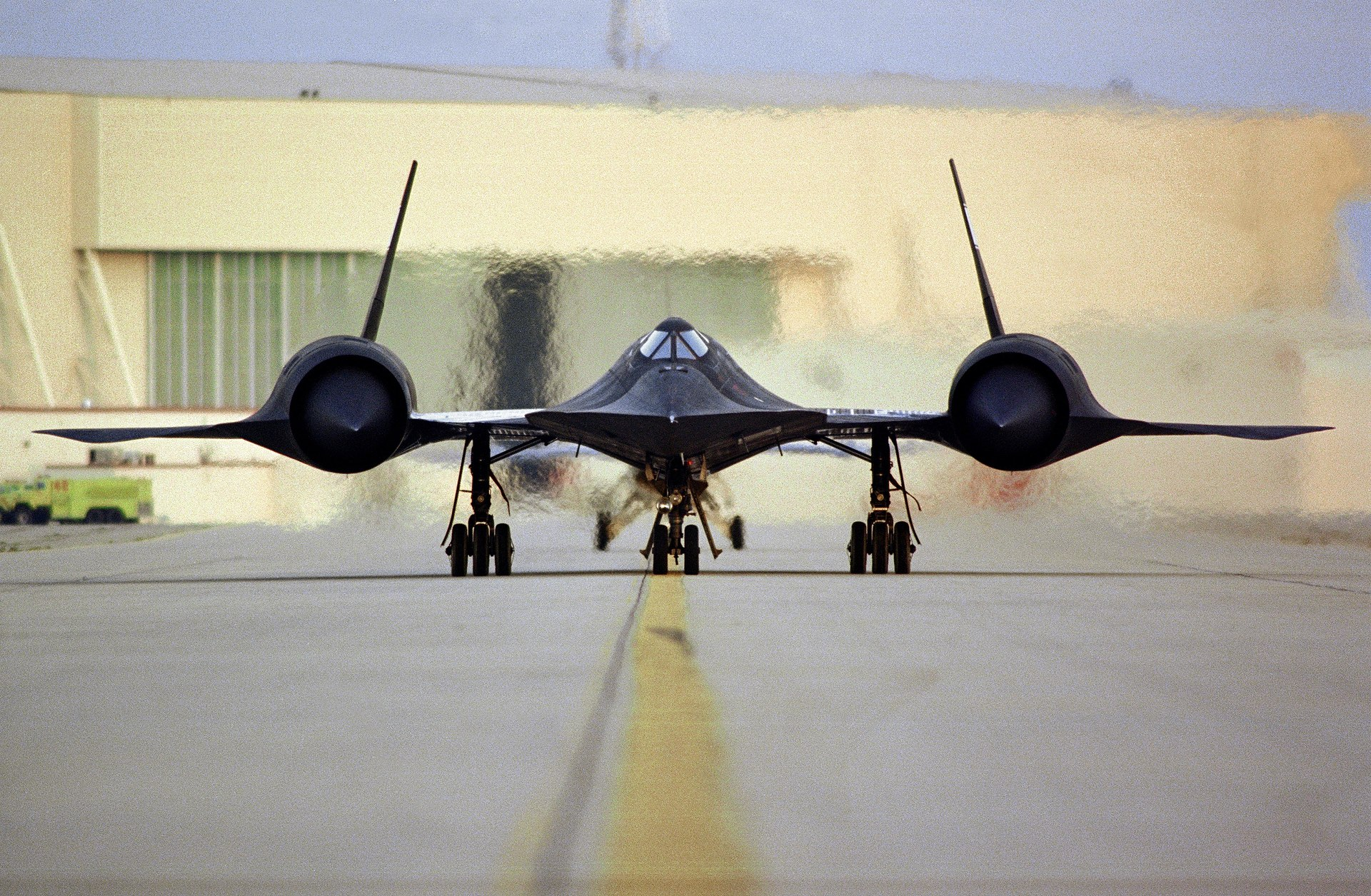Lockheed SR-71, On runway, engines on
