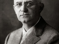 You Press the Button and We Do the Rest – George Eastman revolutionized Photography