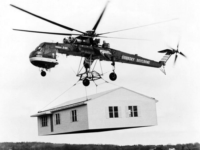 Sikorsky Skycrane carrying a house