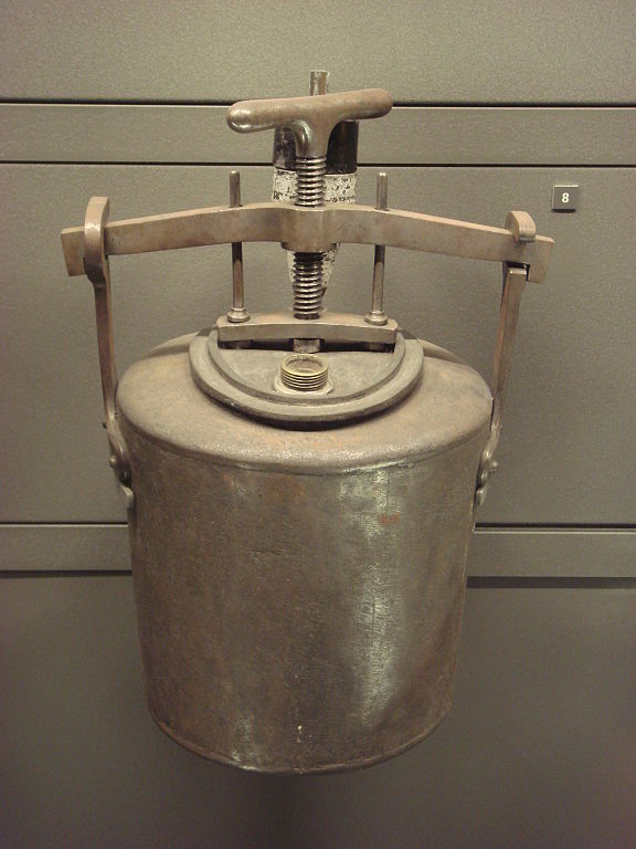 """A """"Papin"""" cooking pot, late 18th century"""