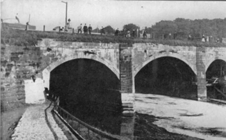Barton Aqueduct, shortly before its demolition, 1891
