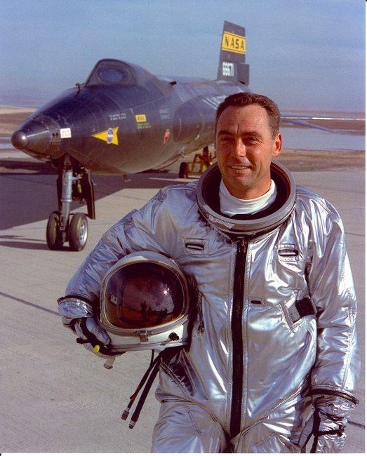 Pete Knight vor einer X-15 (1967)