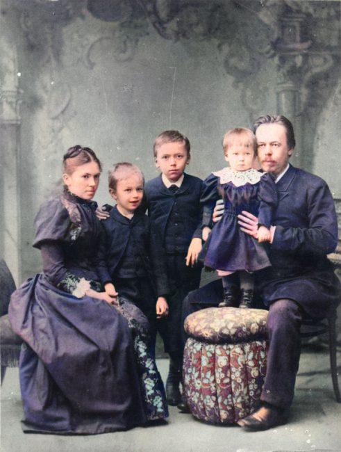 Alexander Popov (1859-1906) with his family