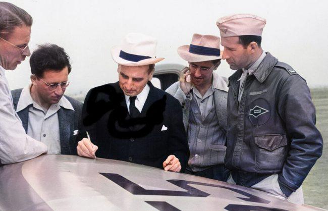 Theodore von Kármán (center) during his work at the NASA Jet Propulsion Laboratory in 1940