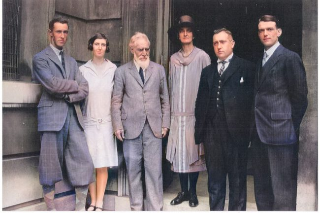 1930 in Palestine: Flinders and Hilda Petrie (center), left Olga Tufnell (in white dress), second from right James L. Starkey.
