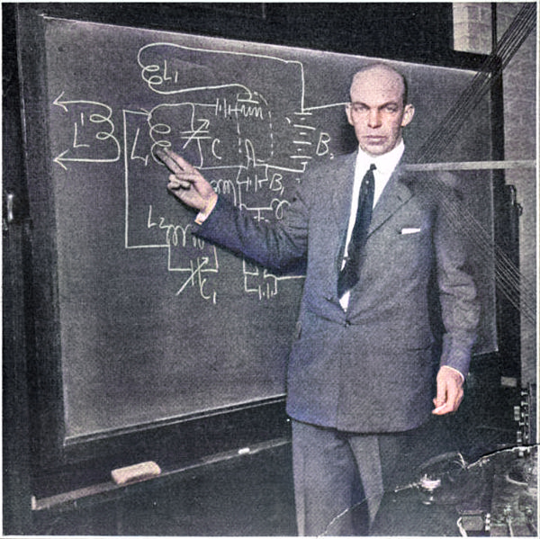Edwin Armstrong explaining the superregenerative circuit, New York, 1922