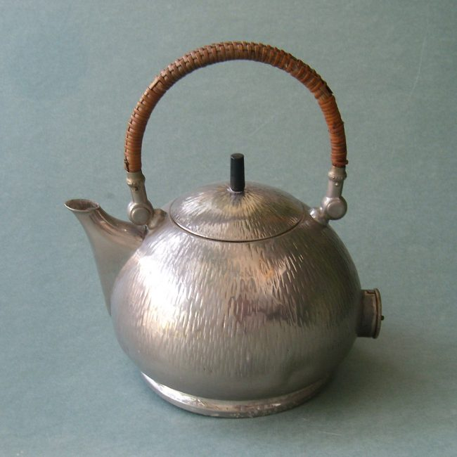 : AEG electric water kettle designed by Peter Behrens in 1909.