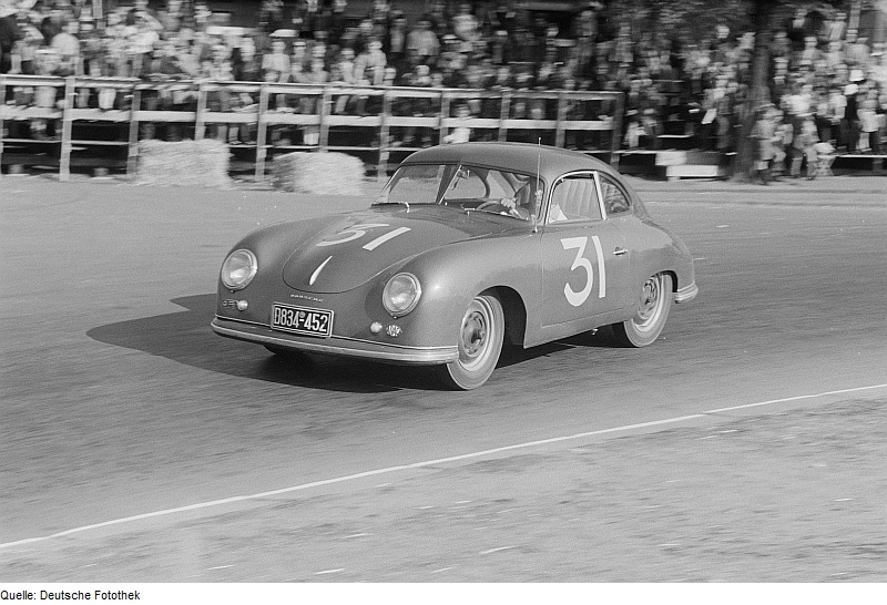 Motor racing driver in his Porsche 356 with the number 31 at the 6th Leipzig City Park Race