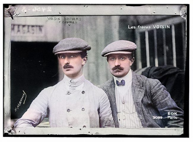 Gabriel (left) and Charles Voisin in 1906